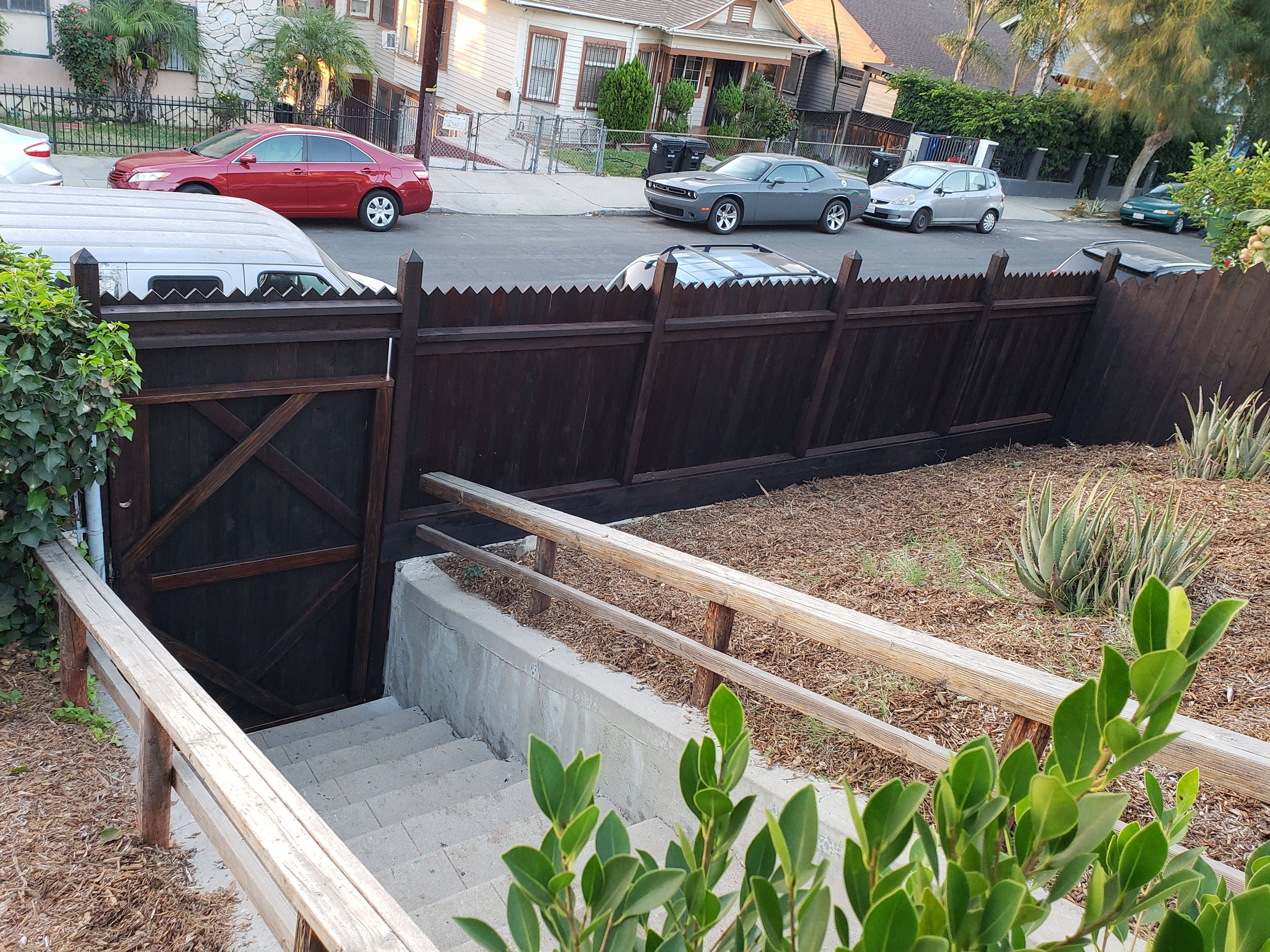 custom-pointed-top-stained-front-yard-wood-fence-entry-gate-portal-inside-view-los-angeles-90026-built-by-woodfenceexpert-com